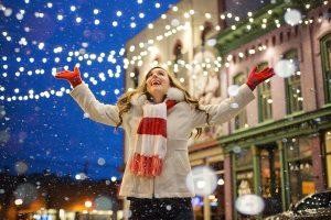 Zewnętrzne oświetlenie świąteczne LED – gdzie i jak je montować?